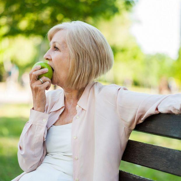 ¿Es cierto que una dieta rica en fibra es esencial para la salud de las personas mayores?