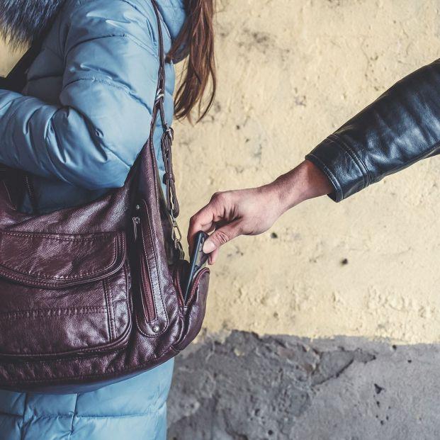 Medidas para que los mayores se protejan de los delincuentes en casa y en la calle