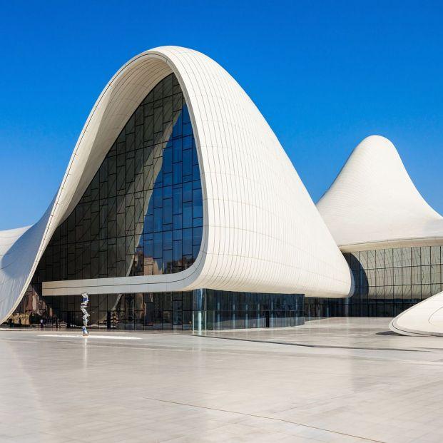 Centro Heydar Aliyev de Zaha Hadid (bigstock)