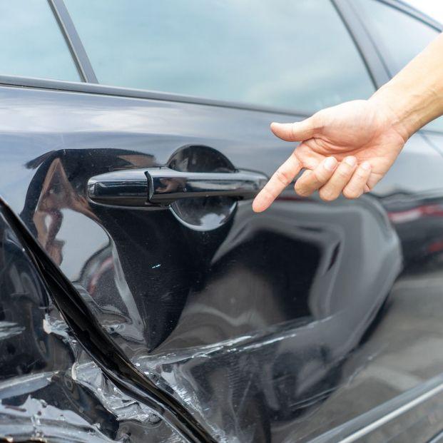 ¿Qué hacer cuando te dan un golpe en el coche y no se sabe quién ha sido?