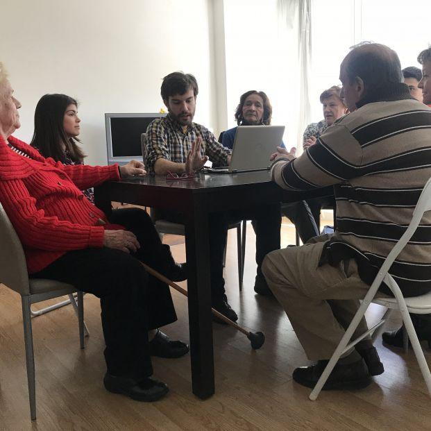 La Fundación Alicia y Guillermo organiza talleres variados e innovadores para personas mayores.