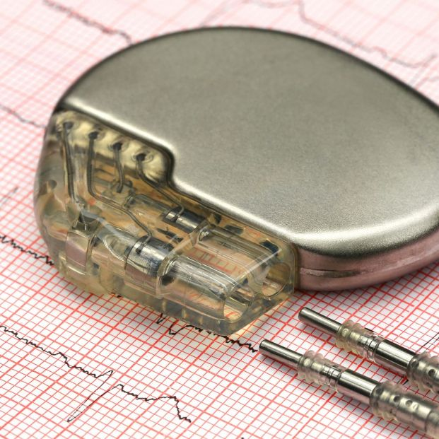 Los nuevos modelos de teléfonos móviles y relojes inteligentes pueden interferir con los marcapasos