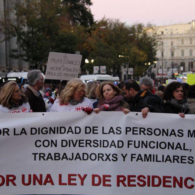 Familiares y trabajadores claman por una Ley de Residencias que dignifique el trato a los mayores