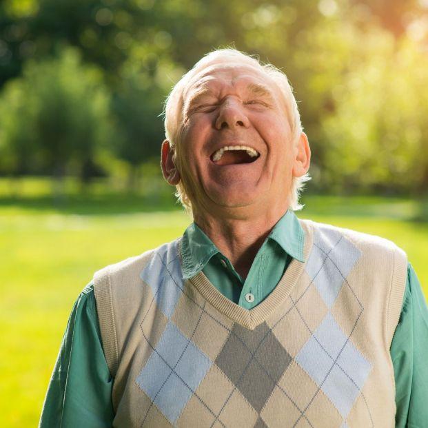 Beneficios de cultivar el sentido del humor para la salud de los mayores