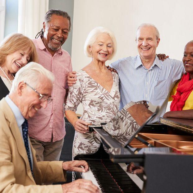 Estos son los beneficios de tocar el piano cuando se tienen más de 60 años