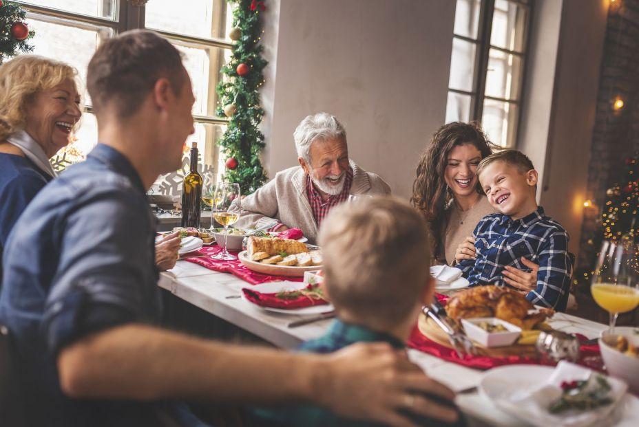 Sigue estos consejos de consumo si quieres gastar menos en tu cena de Navidad