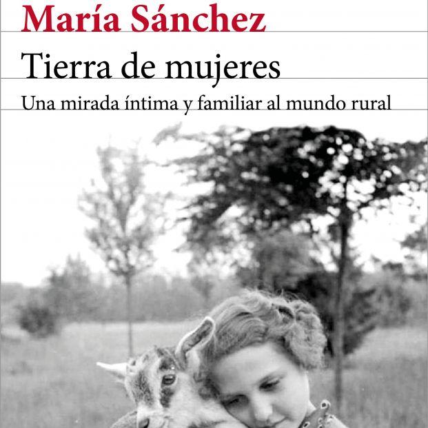 Tierra de mujeres, un ensayo para no olvidar el papel de la mujer en el medio rural (Ed. Seix Barral)