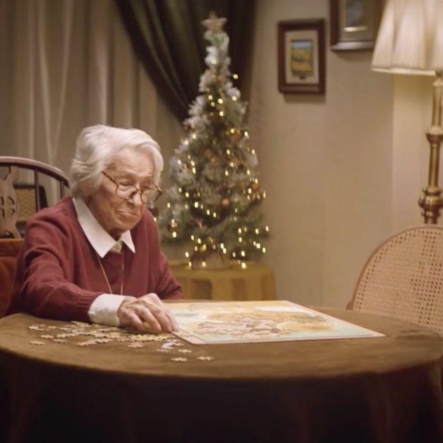 VÍDEO: 'El amigo invisible', la emotiva campaña sobre la soledad de las personas mayores en Navidad