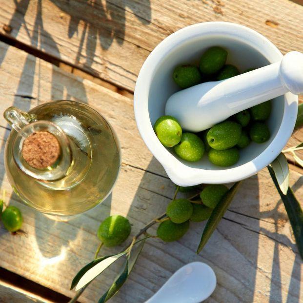 El aceite de oliva reduce el dolor y tiene otras propiedades saludables para mayores
