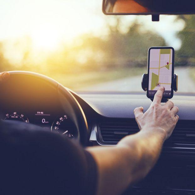 Tipos de soporte para llevar el móvil en el coche y cómo se debe utilizar