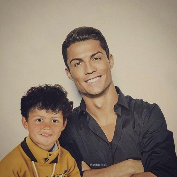Cristiano Ronaldo 'posa' con su yo del pasado