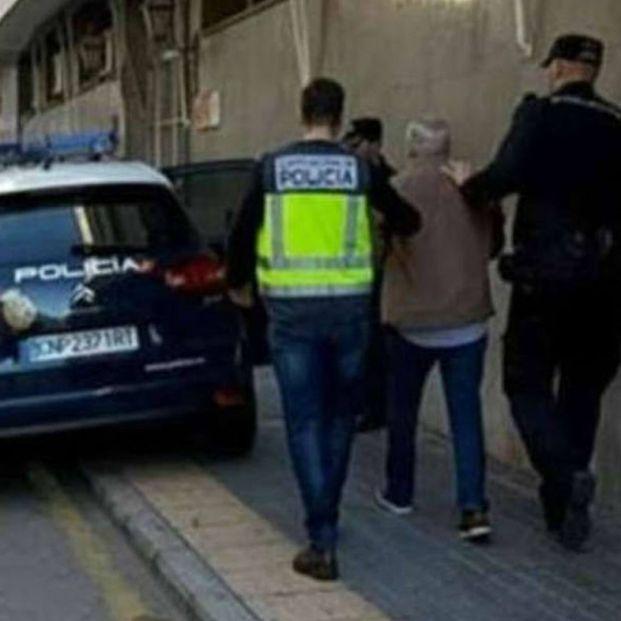 Estafa 43.000 euros a una anciana haciéndole creer que recuperaría los restos de sus padres