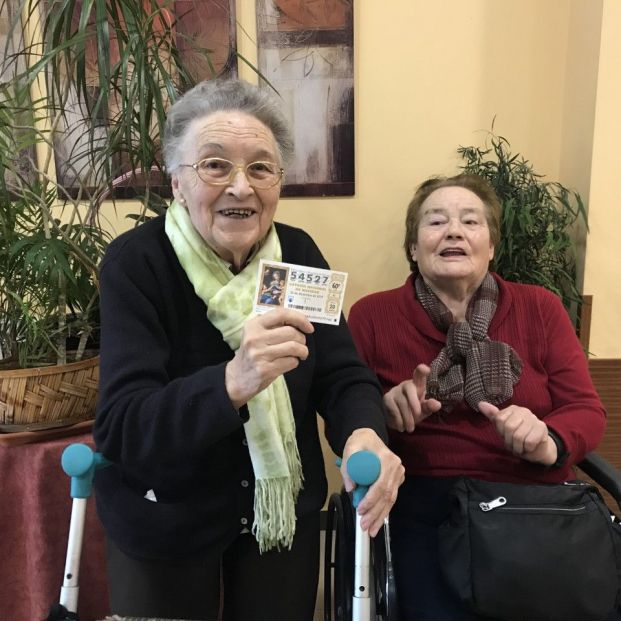 Un quinto premio de la Lotería toca a todos los ancianos y trabajadores de una residencia de mayores