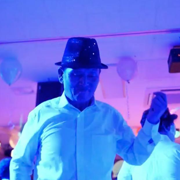 La discoteca exclusiva para mayores de 65 años que funciona como una medicina para sus clientes