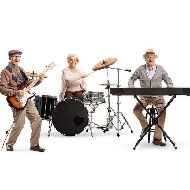 Beneficios de aprender a tocar un instrumento musical cuando se es mayor