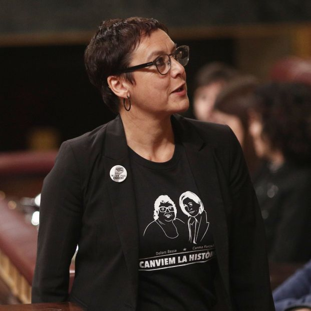 La diputada del ERC y hermana de una de las presas del Procés (Dolors Bassa) Montserrat Bassa sube a la tribuna del Congreso para intervenir en la segunda sesión de votación para la investidura