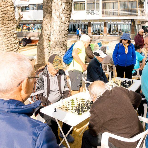 Los mayores de 65 años continuan su escalada y en 2019 alcanzan el 19,4% de la población total
