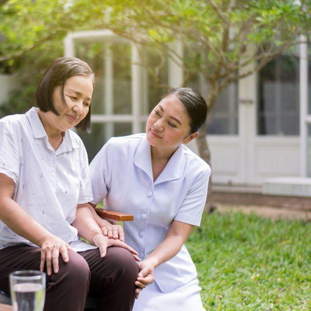 En el mercado laboral actual 1 de cada 9 trabajadores se dedica a cuidar y atender a mayores