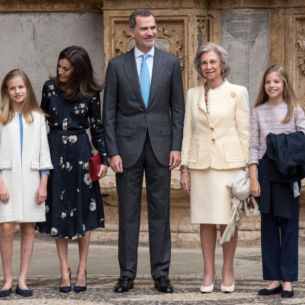 Los Reyes y las Infantas en la Misa de la Pascua con la Reina Sofía