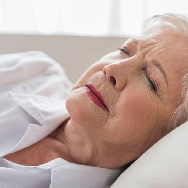 Por qué se duerme peor durante la menopausia y qué podemos hacer evitar esta situación