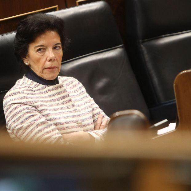 Europa Press  La ministra de Educación y Formación Profesional y portavoz del Gobierno Isabel Celaá sentada en su escaño durante un pleno en el Congreso de los Diputados