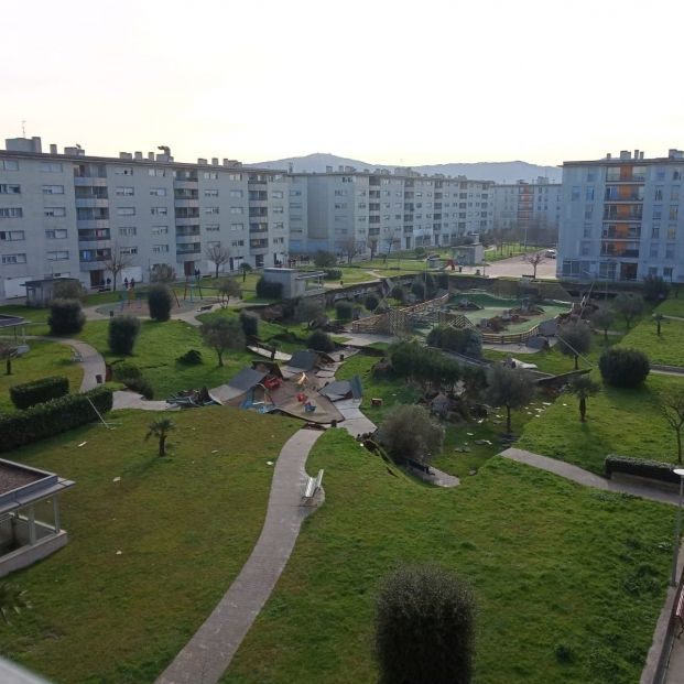 El peso de la tierra, posible causa del derrumbe del parque infantil de Santander sobre un parking