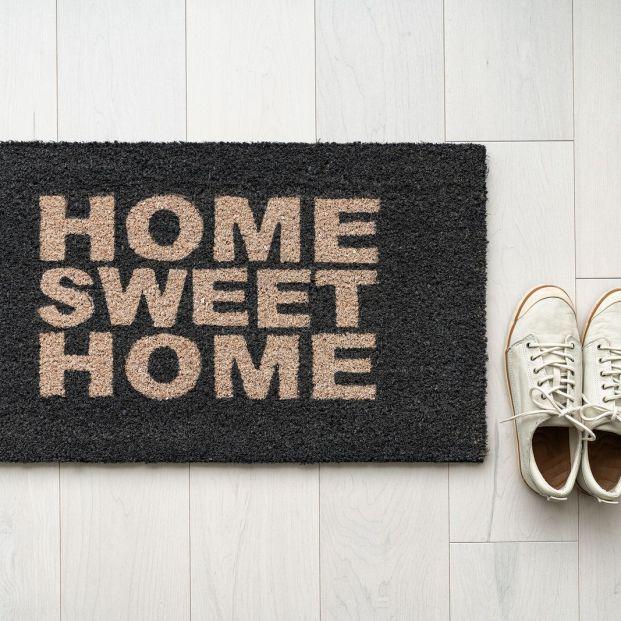 El felpudo de casa no es para siempre, ¿cada cuánto es recomendable cambiarlo?