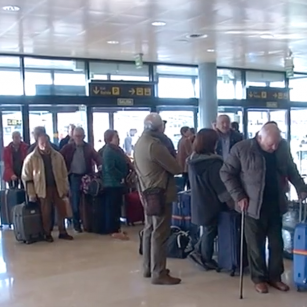 La odisea de cientos de jubilados asturianos del Imserso tras el cierre del aeropuerto de Alicante