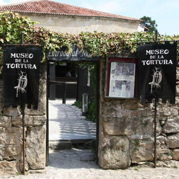 Recorriendo los horrores del pasado en estos museos dedicados a la tortura: Santillana del Mar