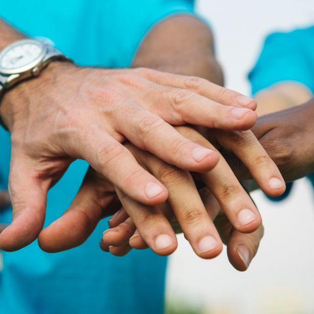 """""""Más voluntarios menos soledad"""". Día Internacional del Voluntariado, la PVE pide compromiso para cuidar de las personas y del Planeta"""