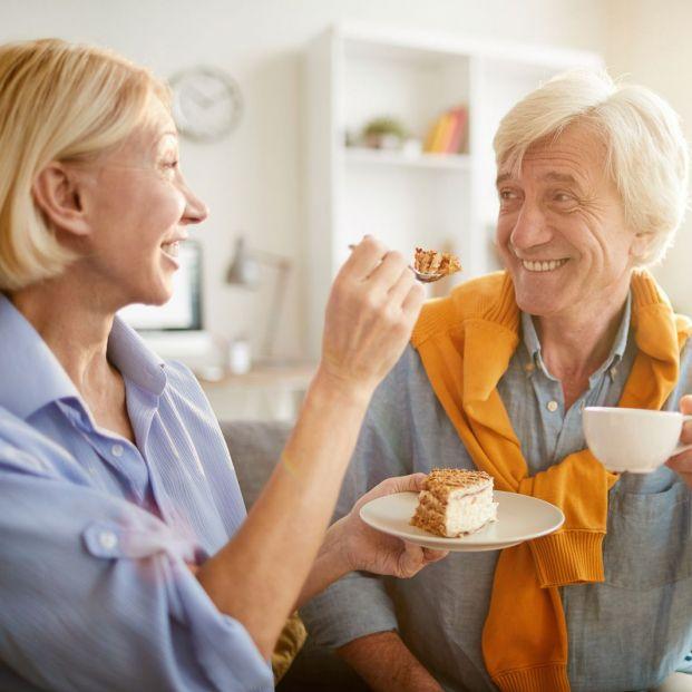 Practicas el eating jet lag Sabes lo que es y cómo afecta a la salud de los mayores