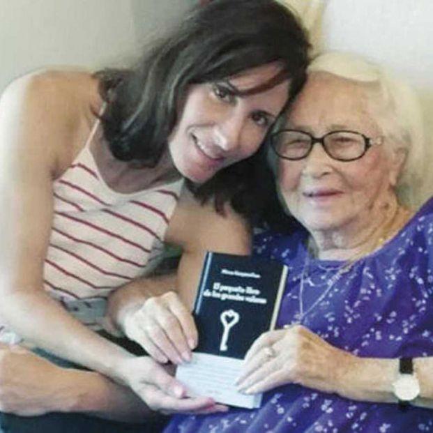 Meirav Kampeas Riess y su abuela
