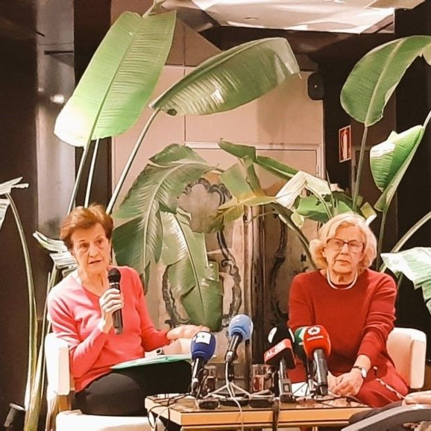 La exalcaldesa de Madrid Manuela Carmena con la catedrática Adela Cortina
