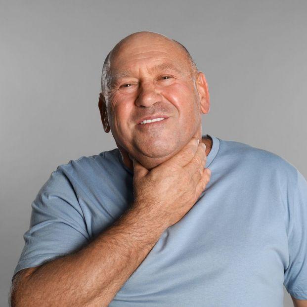 Cuidados posteriores que deben seguir los mayores tras una laringectomía total