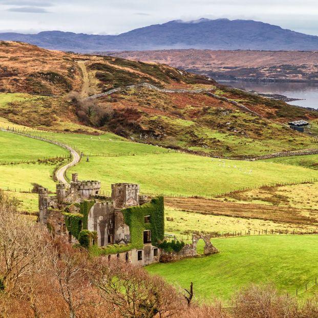 Irlanda es mucho más que enormes prados verdes, sitios que deberías visitar; Clifden Castle
