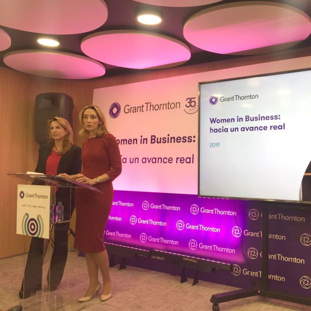 Aurora Sanz (izquierda) e Isabel Perea presentan el informe 'Women in business 2019'.