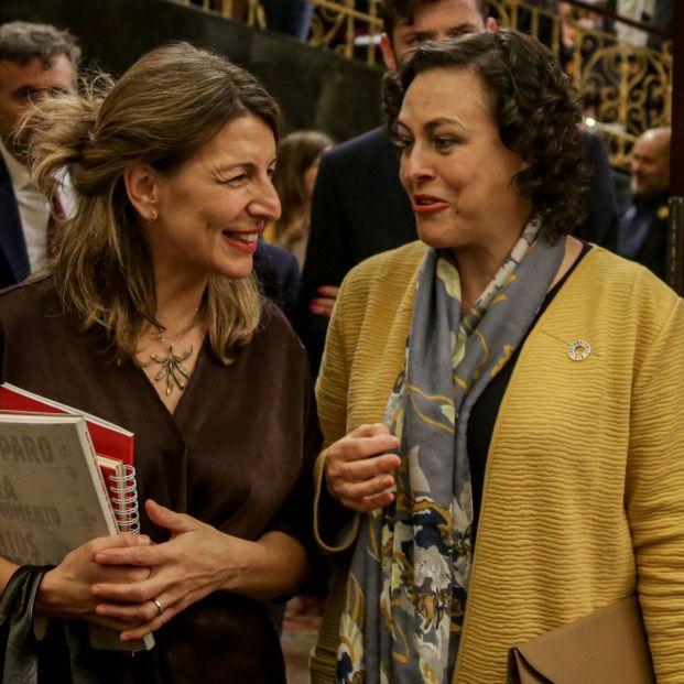 La ministra de Trabajo y Economía Social, Yolanda Díaz; y la diputada del PSOE y exministra de Trabajo, Migraciones y Seguridad Social, Magdalena Valerio.