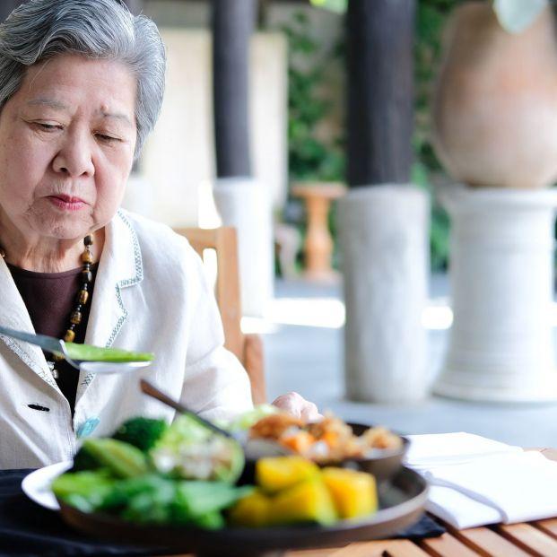 Diversos estudios alertan de consecuencias nefastas para la salud si comemos solos