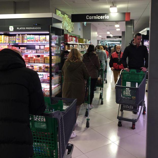 La alarma por el coronavirus deja vacías las estanterías de Mercadona, Carrefour y DIA