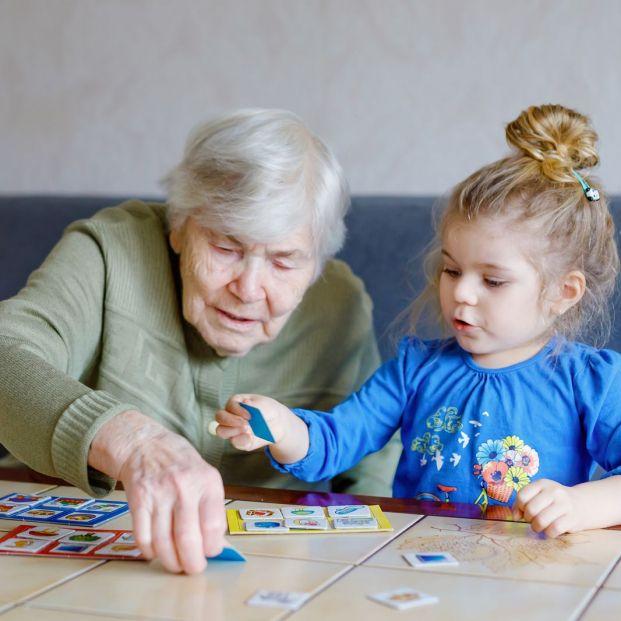 """Una abuela cobra a su hija por cuidar al nieto: """"Debe entender que renuncio a mi tiempo"""""""
