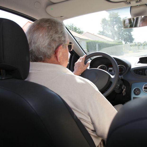 En España, no hay edad máxima para conducir o sacarse el carnet pero sí exámenes psicofísicos cada 5 años para mayores de 65.