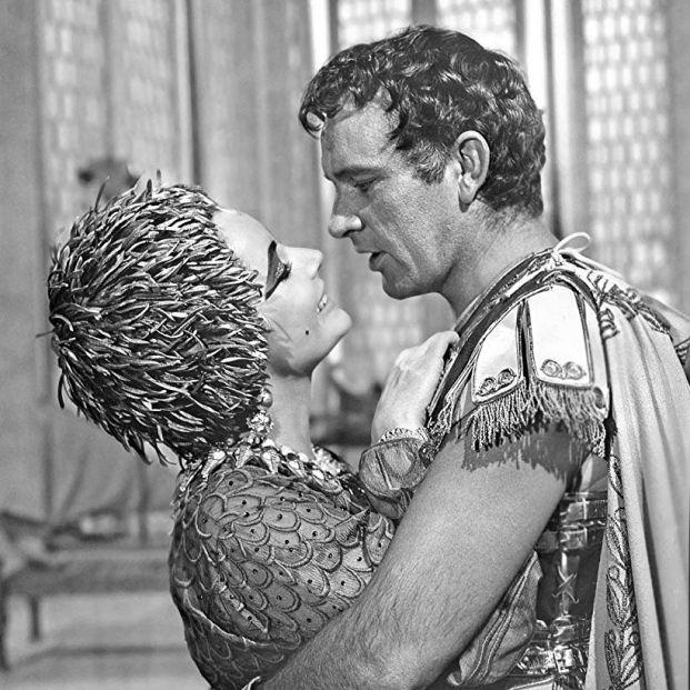 Míticas parejas del Hollywood clásico: Taylor y Burton en 'Cleopatra' (1963) (20th Century Fox)