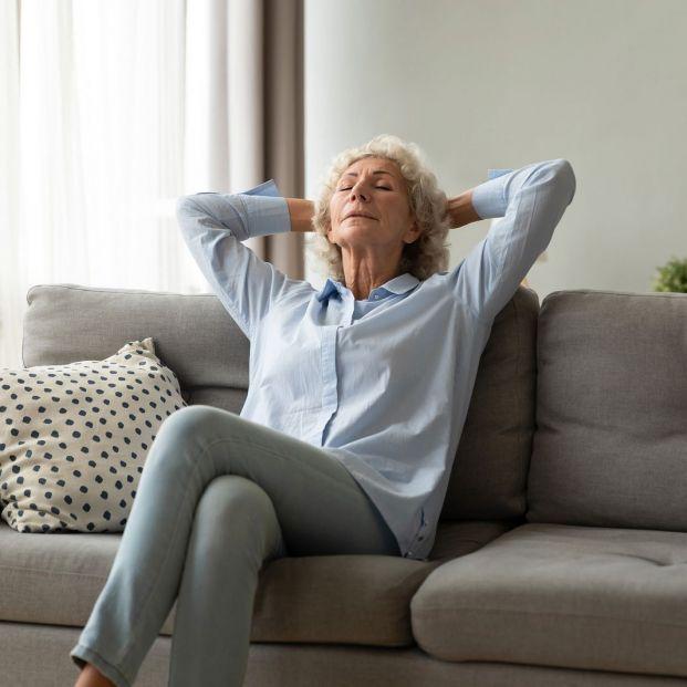 Pautas para que las personas mayores aprendan a relajarse en casa