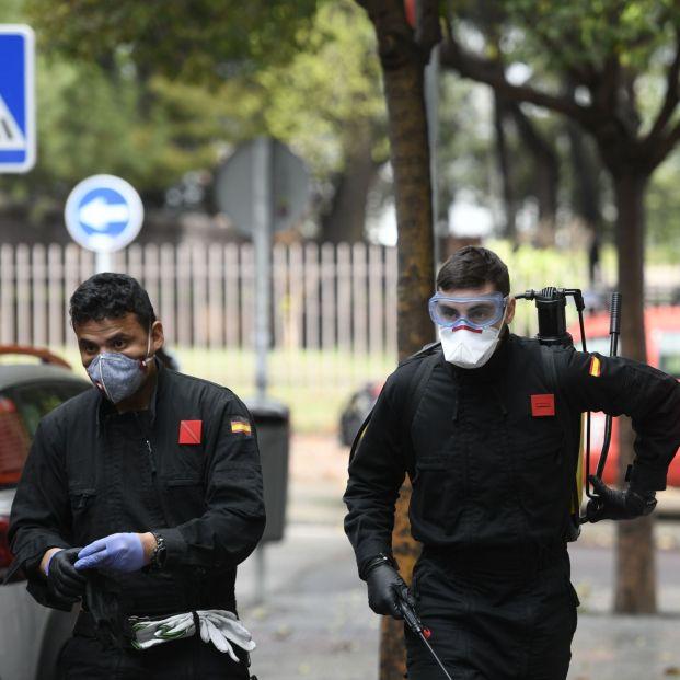 """""""La UME desinfecta residencias de mayores, pero los trabajadores siguen sin protección"""""""
