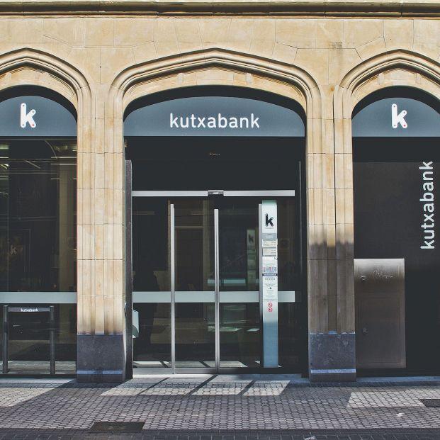 Kutxabank decide finalmente adelantar el pago de la pensión al día 25