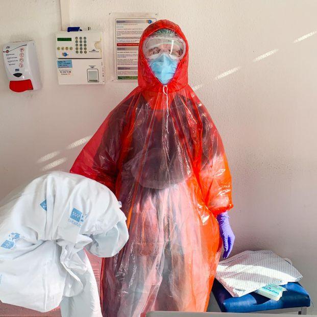 Sanitarios con chubasqueros de los chinos