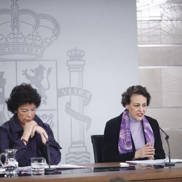 Las ministras portavoz y de Trabajo, tras la reunión del Consejo de Ministros.