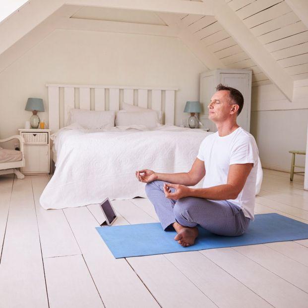 Estas son las posturas de yoga que debes hacer para combatir el dolor de espalda