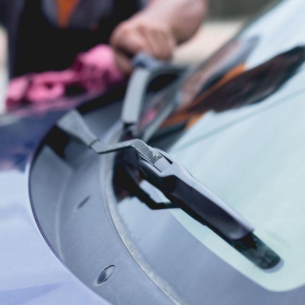 La Policía avisa de la nueva estafa del billete incrustado en el parabrisas