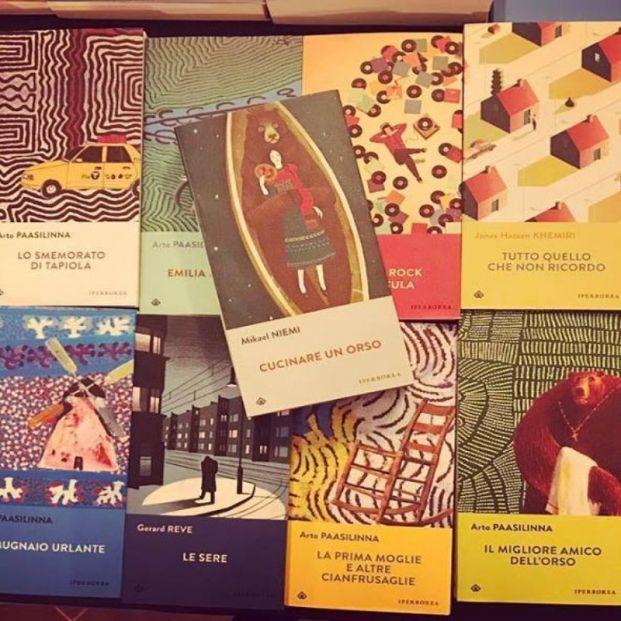 Ejemplares en Piccola Farmacia Letteraria (http://www.piccolafarmacialetteraria.it/)